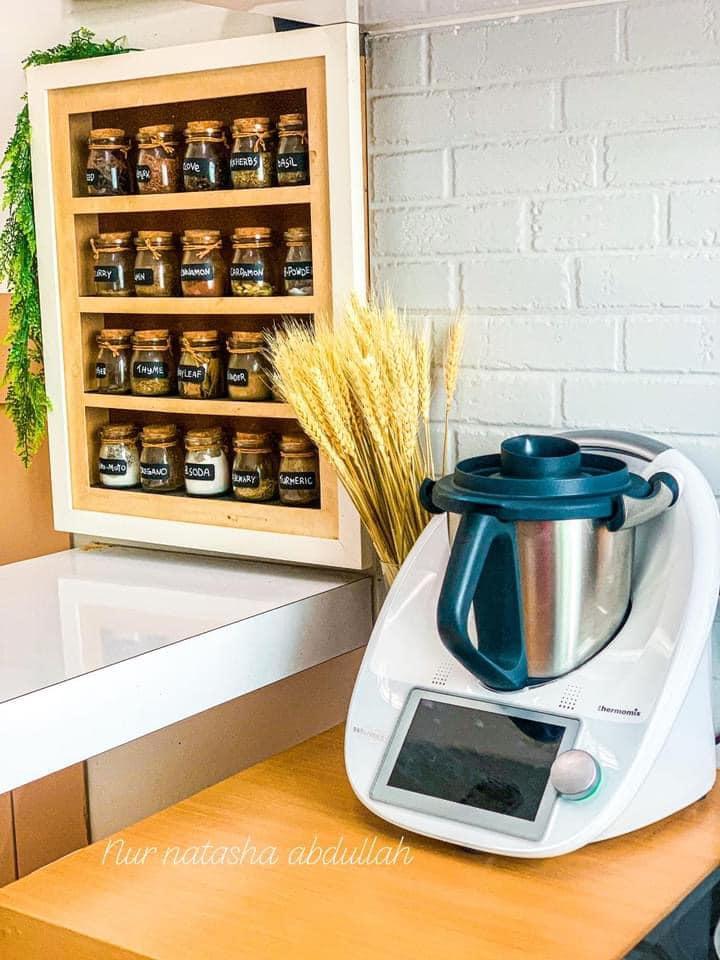 """Kuasa """"Wallpaper"""", Tak Perlu Kerja-Kerja Pecah Jubin Untuk Ubahsuai Dapur 17"""