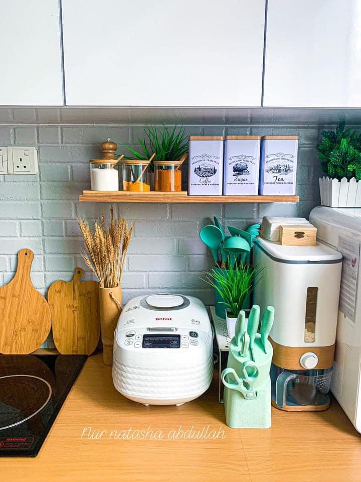 """Kuasa """"Wallpaper"""", Tak Perlu Kerja-Kerja Pecah Jubin Untuk Ubahsuai Dapur 14"""