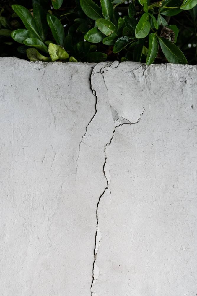 Dinding Retak, Berlubang Nak Tampal Semudah Calit Ubat Gigi 3