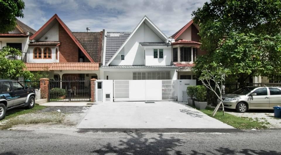 Wajah Baru! Rumah Teres Lama Dengan Vertical Garden Di Subang Jaya 2