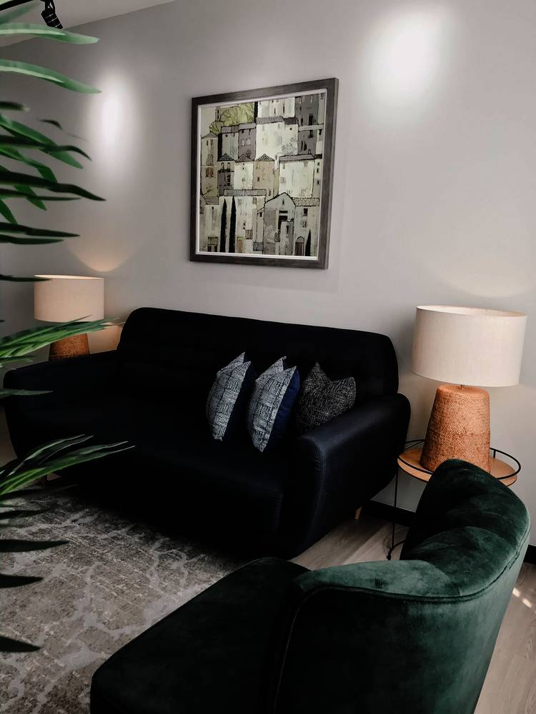 Konsep Minimalis Dengan Pilihan 'Emerald Green' Jadi Pilihan Untuk Apartmen Ini 8
