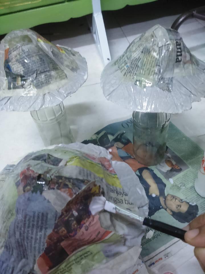 Buat Sendiri Cendwan Batu Gunakan Surat Khabar, Botol Terpakai dan Simen 6