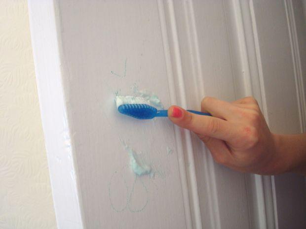 6 Bahan Mudah Untuk Hilangkan Conteng Dan Kotoran Di Dinding 4