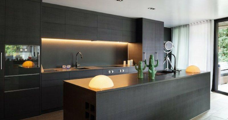 Hitam Pesona Baharu Dapur Moden Anda