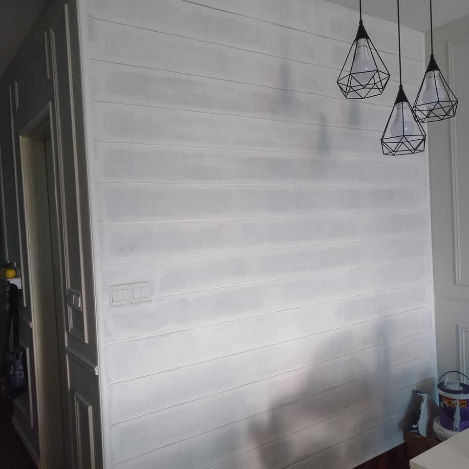 """Lelaki Ini DIY """"Shiplap"""" Pada Dinding Kediaman Dengan Kos RM100 Sahaja! 8"""