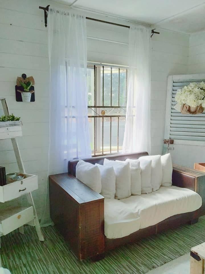 Makeover Ruang Tamu Konsep Farmhouse Guna Barang DIY, Shiplap Wall Pakai Marker Pen Je 8