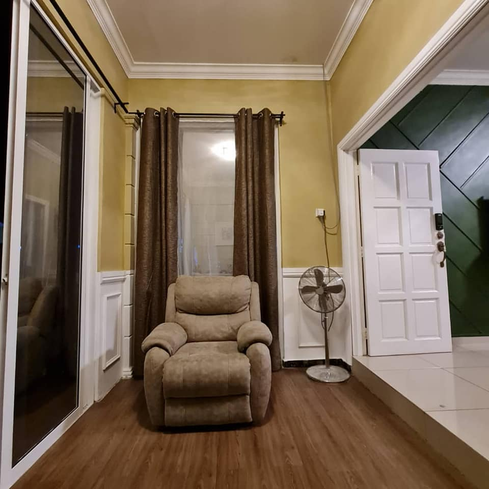 "Tampal ""Shera Plank"" Pada Dinding Untuk Hasilkan Fasad Kediaman Macam English Cottage 8"
